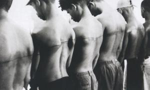 "Santiago Sierra, ""250 cm line tattooed on 6 paid people«""Havana, Cuba, 1999 (Video-Still)"